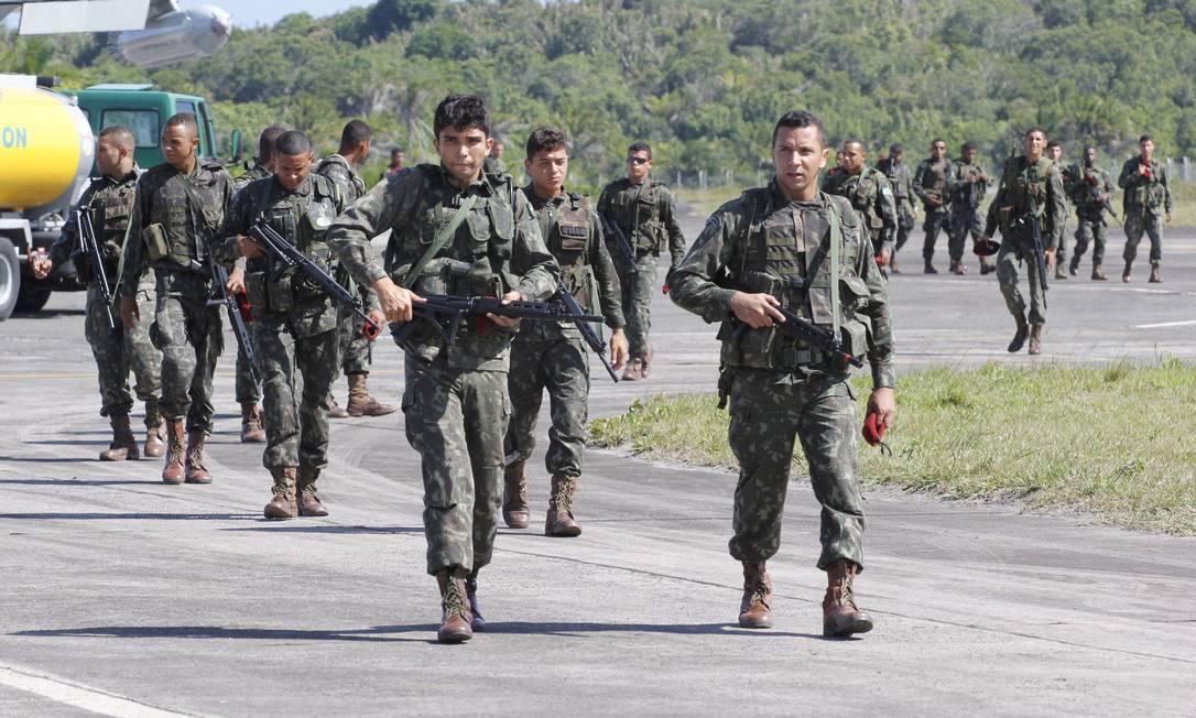 135 militares do Batalhão de Infantaria Paraquedista chegaram a Salvador na tarde deste domingo Divulgação