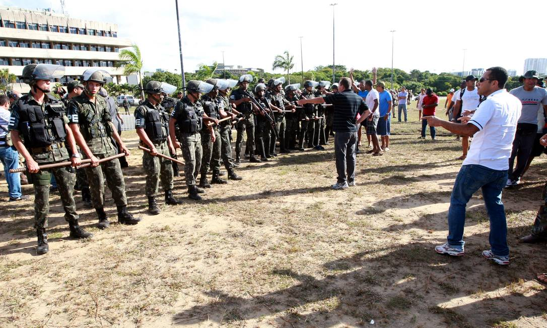 O confronto aconteceu em frente à Assembleia Legislativa da Bahia, ocupada desde a última quarta-feira pelos manifestantes Divulgação / Governo da Bahia