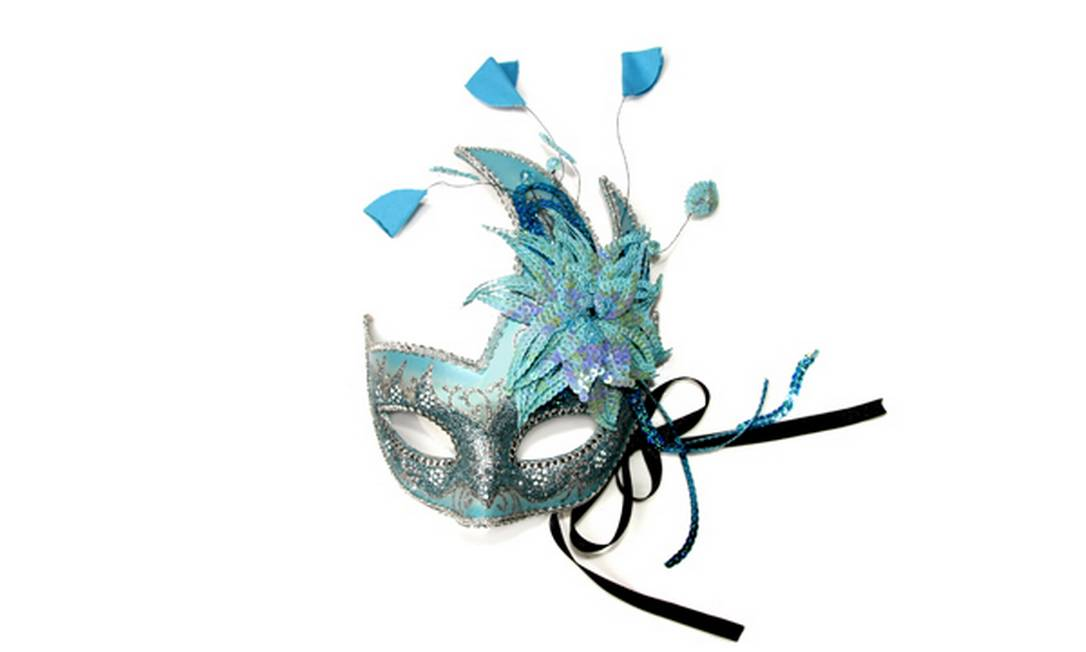 Máscara com detalhes em azul / R$ 118 - Langak - Shopping da Gávea - Tel.: (21) 2512-2100 Divulgação