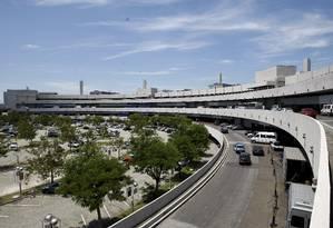 O aeroporto do Galeão, no Rio, seria o próximo na lista de privatizações Foto: Pablo Jacob/ 26/10/2011 / O Globo