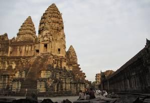 Templo de Angkor Wat, principal atração do maior parque arqueológico do sudeste asiático, no Camboja Foto: Claudia Sarmento / O GLOBO