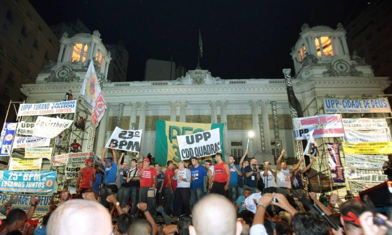O comando da Polícia Militar anunciou que apesar do anúncio, se preparou para a greve, e que os serviços não serão afetados Foto: Marcelo Piu / O Globo