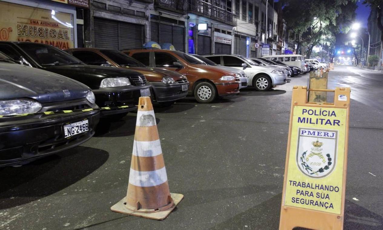 Mas apesar do anúncio de que os serviços seriam mantidos normalmente, desde a madrugada alguns pontos da cidade estão sem policiamento Foto: Fernando Quevedo / O Globo
