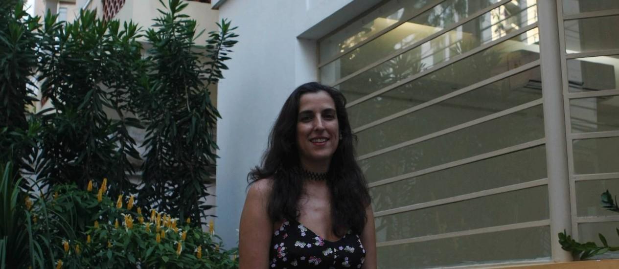 CRISTIANA SEIXAS sentada em frente ao espaço Glia: ela largou tudo para se tornar coach Foto: Guilherme Leporace