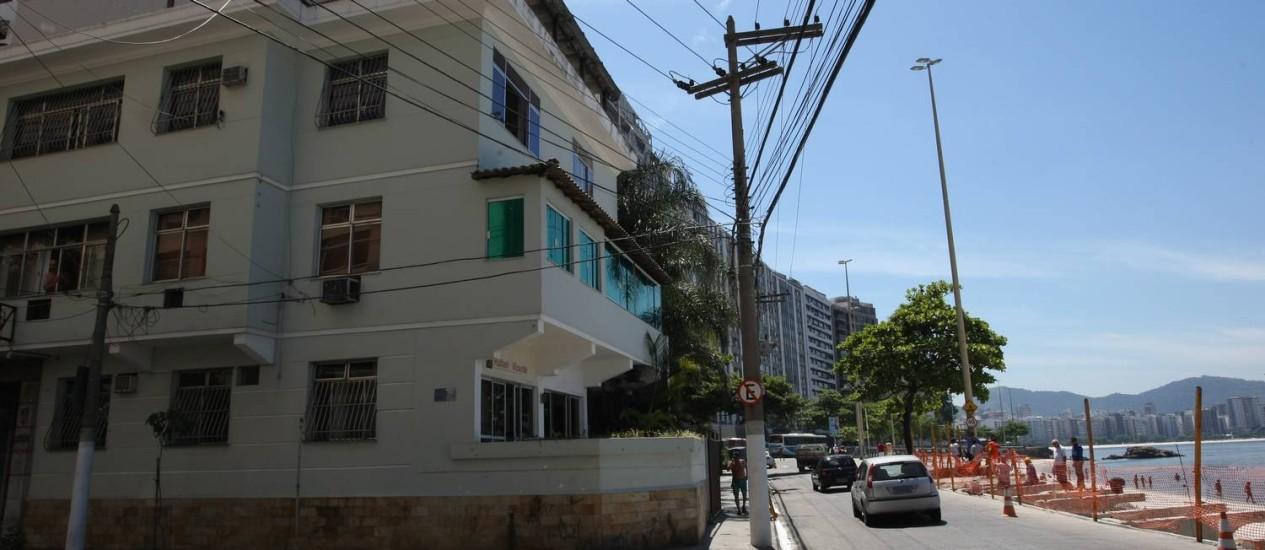 Prédio de três andares será recortado para tornar a via mais larga Foto: Eduardo Naddar