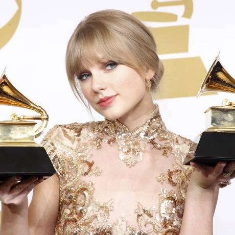 Taylor Swift ganhou dois prêmios no Grammy Awards, que aconteceu neste domingo (12), em Los Angeles. Ao todo, a cantora já acumula seis troféus da maior premiação da música mundial Foto: LUCY NICHOLSON / REUTERS