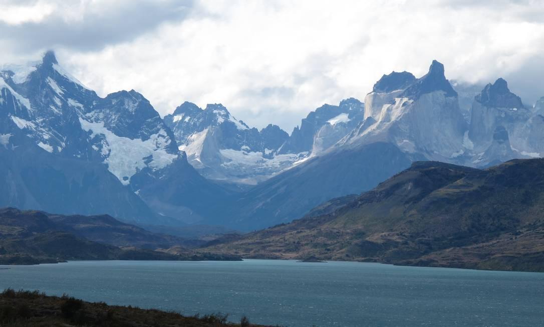 O maciço do Paine, no Chile, visto do Lago Toro Foto: Eduardo Maia / O Globo
