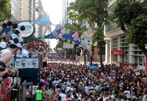 Desfile do bloco Cordão da Bola Preta, no Centro do Rio, atrai milhões de foliões Foto: Gabriel de Paiva / Agência O Globo
