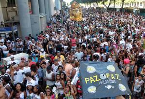 O tradicional bloco Cordão da Bola Preta desfila na manhã deste sábado de carnaval no Centro do Rio Foto: Agência O Globo / Gabriel de Paiva