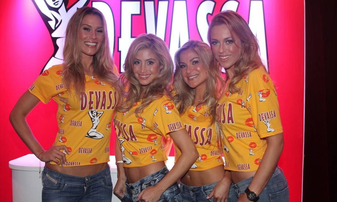 As candidatas à musa Devassa 2012: Camila, Julia, Juliana e Sunesis. Dono da Playboy não virá mais ao Rio para anunciar a eleita Foto: Reprodução