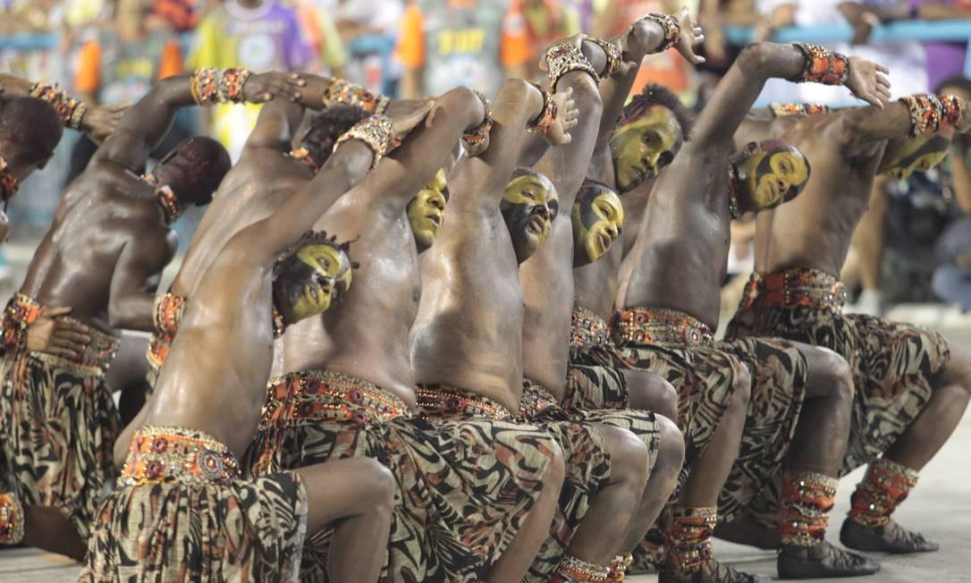 A coreografa ala da escola, em sua primeira incursão pelo tema África Foto: Gabriel de Paiva / O Globo