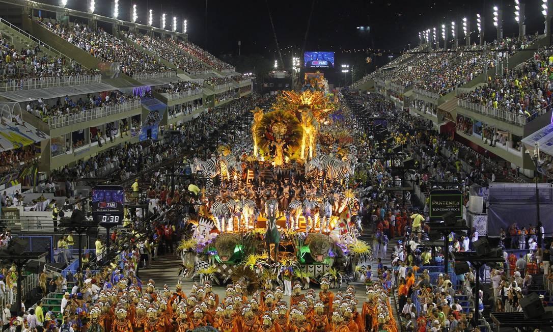 Vista geral do desfile da Vila Isabel Foto: Custódio Coimbra / O Globo