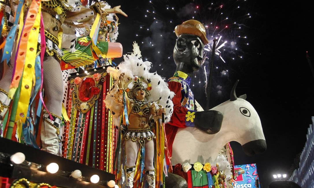 Destaque do abre-alas O Reino do Cordel Agência O Globo / Marcelo Carnaval