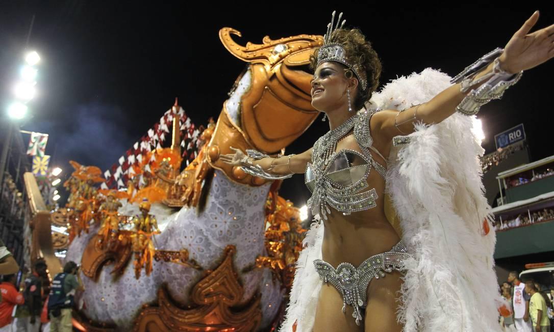 A atriz Sophie Charlotte, que saiu de destaque de chão no desfile do Salgueiro, representou a Condessa Creuza Agência O Globo / Márcia Foletto
