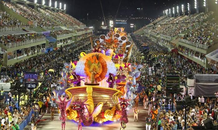 "A grande e luxuosa alegoria que representou ""A barca da encantaria"", um dos clássicos da literatura de cordel Agência O Globo / Ivo Gonzalez"