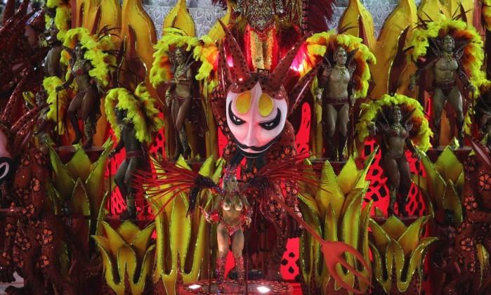 O céu e o inferno também foram citados no desfile do Salgueiro Agência O Globo / Ivo Gonzalez