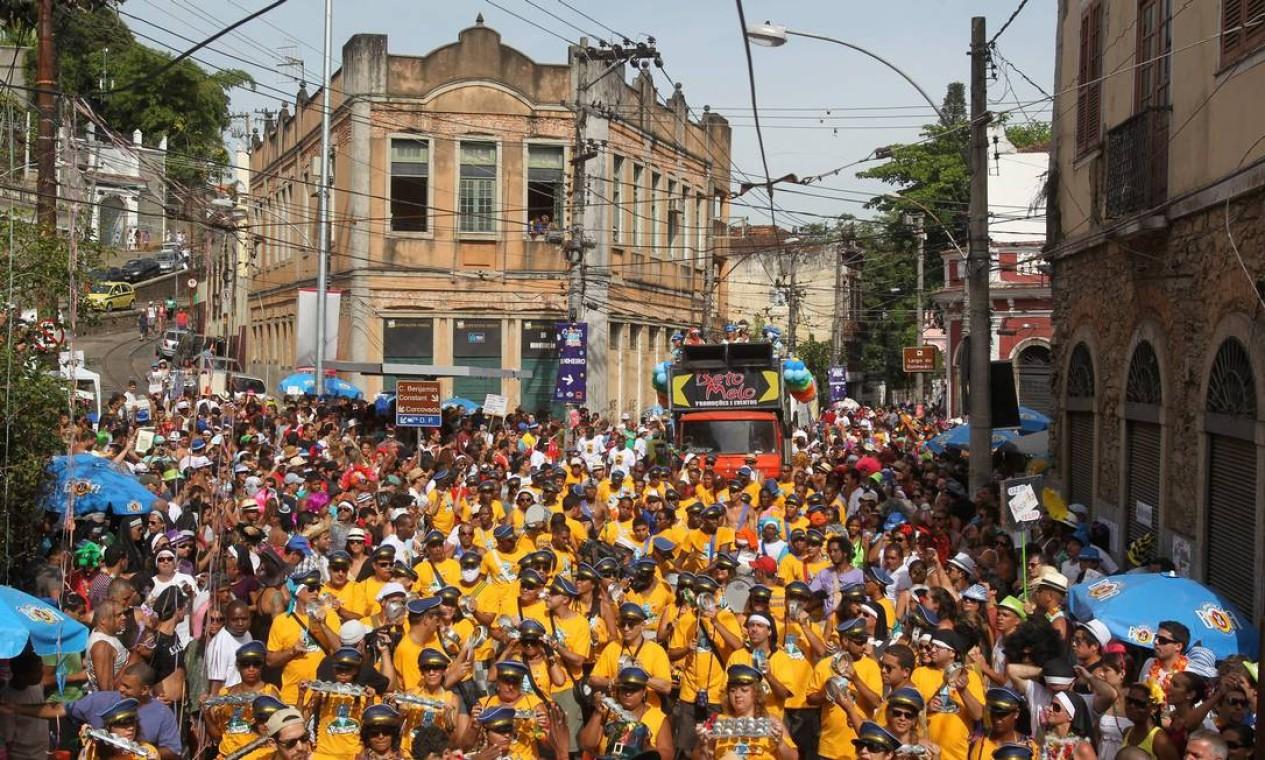 Multidão toma as ruas de Santa Teresa Foto: Jorge William / Agência O Globo