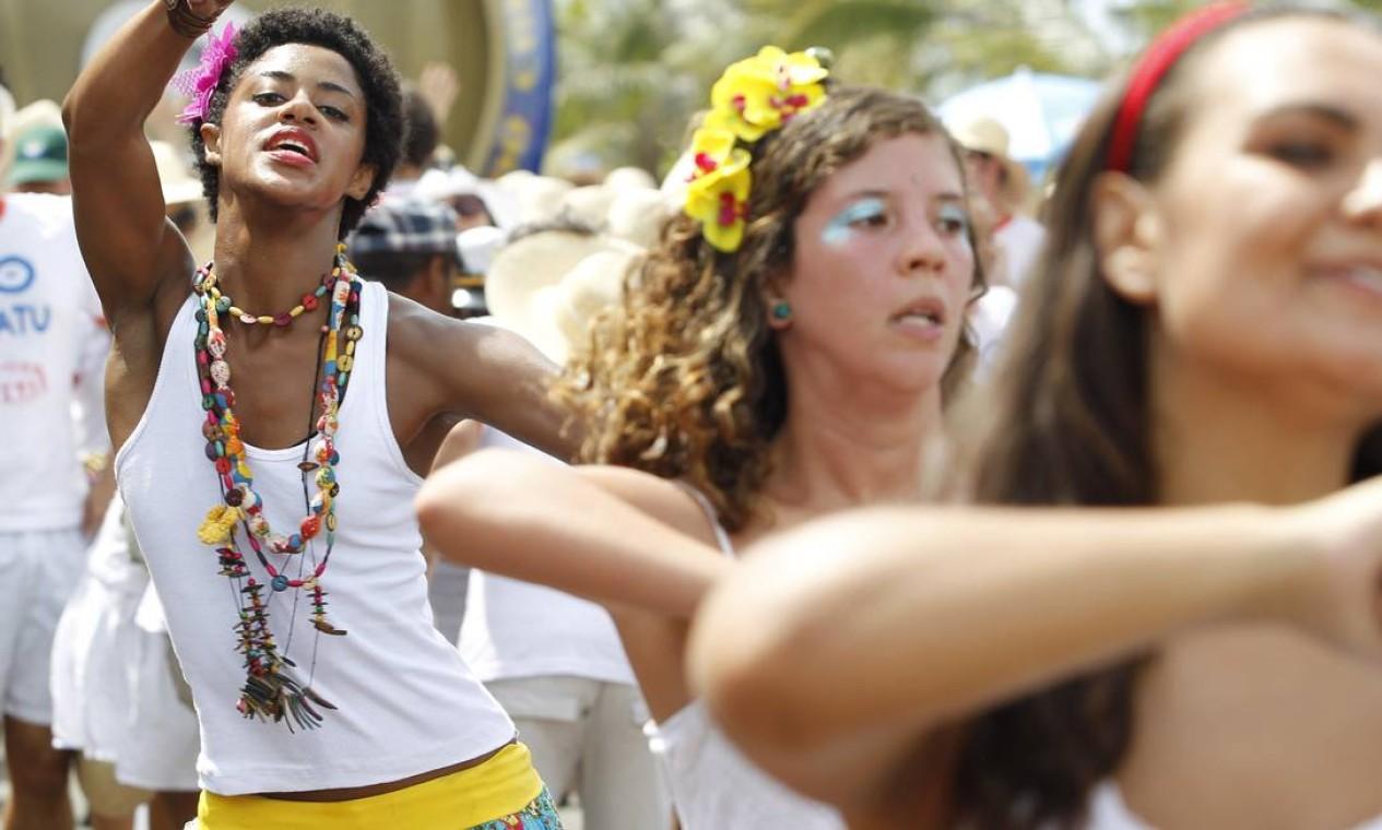 Eles reproduziram os cortejos reais da nação negra do século XVIII Foto: Agência O Globo / Mônica Imbuzeiro