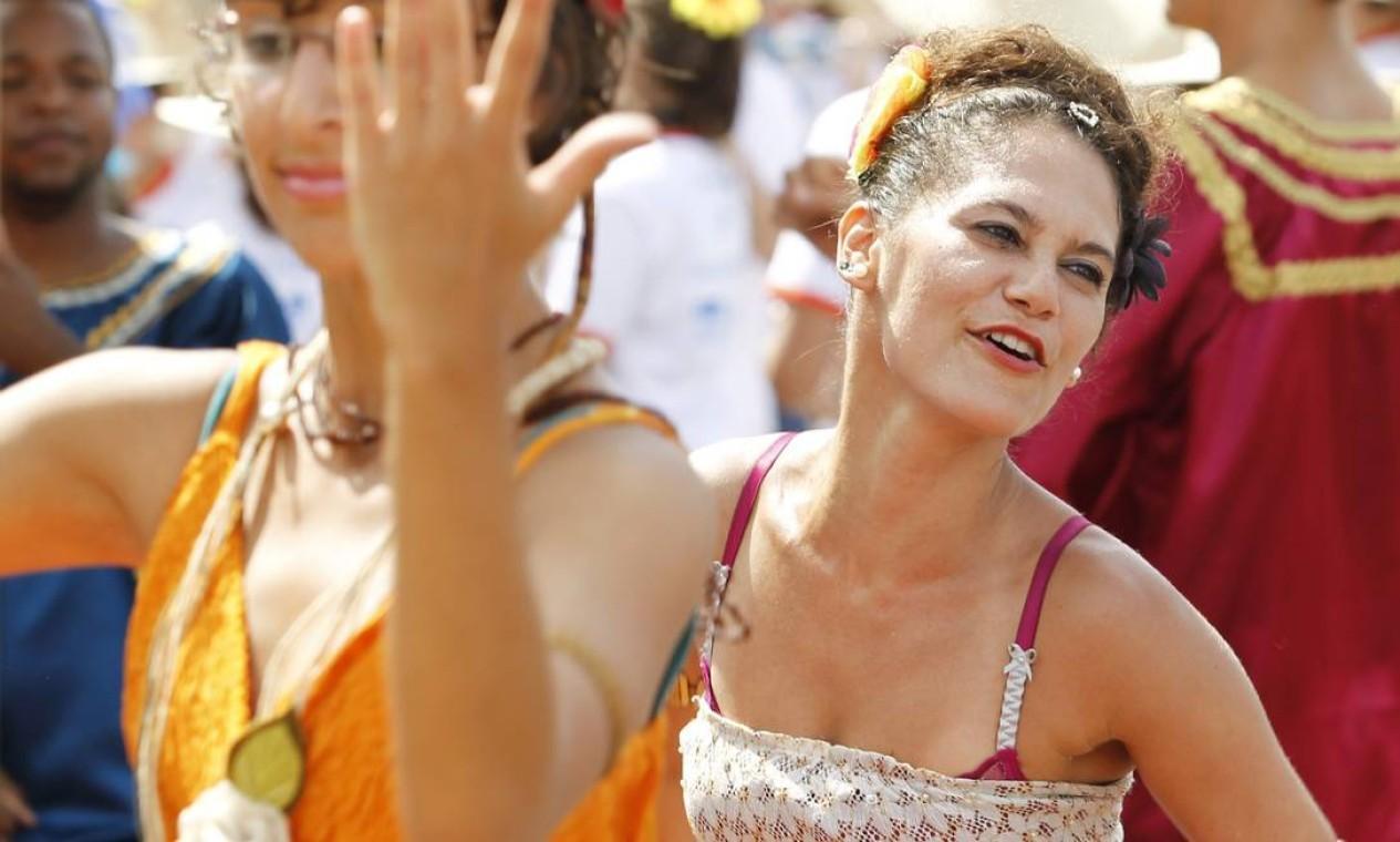 O cansaço do último dia de carnaval não abalou o ânimo dos foliões do Rio Foto: Agência O Globo / Mônica Imbuzeiro