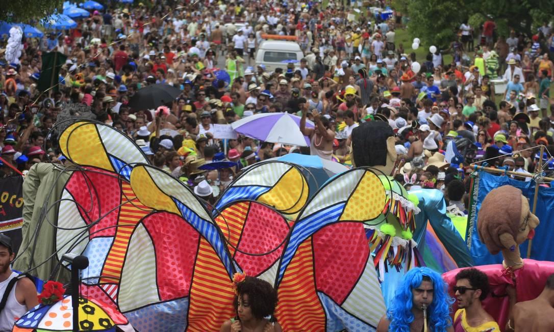 Orquestra Voadora homenageia bondinho de Santa Teresa em desfile no Aterro do Flamengo Foto: Luiz Ackermann / O Globo