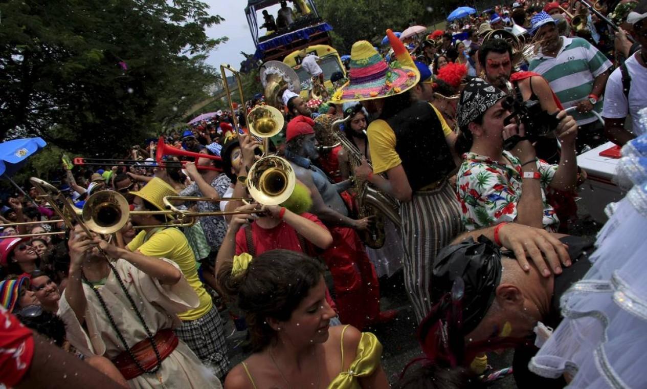 A banda da Orquestra Voadora é uma das mais aguardadas do carnaval Foto: Agência O Globo / Luiz Ackermann