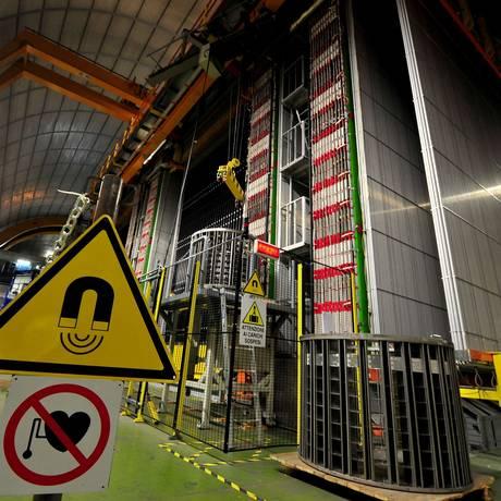 O detector da colaboração Opera no laboratório de Gran Sasso: cabo frouxo teria feito neutrinos parecerem chegar mais cedo do que o esperado Foto: AFP