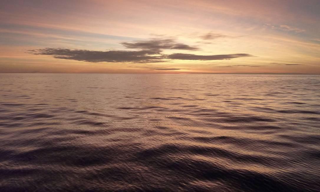 Nascer do Sol junto ao arquipélago de Wakatobi, na Indonésia: é preciso estabelecer valor para recursos e serviços ambientais prestados pelos oceanos Foto: AFP
