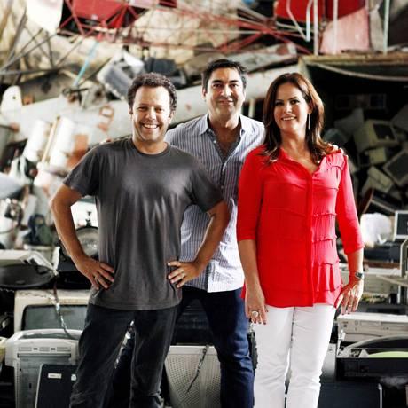 O artista plástico Vik Muniz com Zeca Camargo e Renata Ceribelli Foto: TV Globo/ Matheus Cabral