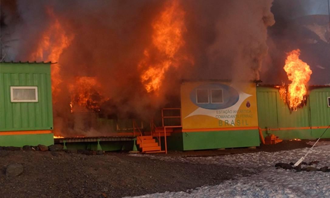 Site chileno divulga foto do incêndio em base Foto: Site http://www.informadorchile.com/