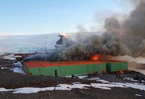 Incêndio destrói base brasileira na Antártica Foto: Site Informador Chile