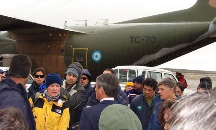 Pesquisadores que estavam na Estação Antártica Comandante Ferraz (EACF) chegam a Punta Arenas, no Chile Site Informador Chile