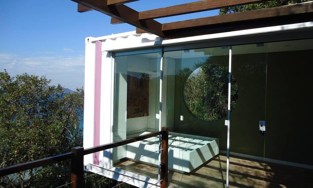Casa com vista para o mar em Florianópolis foi feita com contêineres Foto: Divulgação/ Lívia Ferraro