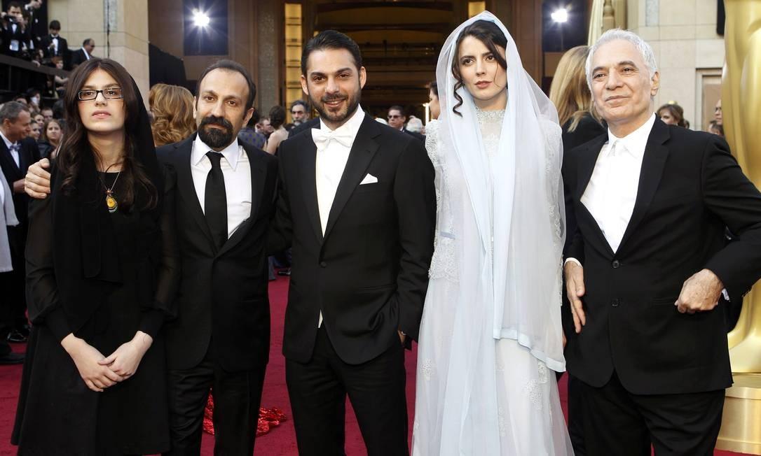 O diretor do filme iraniano 'A separação', Ashgar Farhadi (segundo, à esquerda) compareceu ao evento acompanhado dos atores Peyman Maadi (terceiro, à esquerda) e Leila Hatami Foto: Reuters/Divulgação