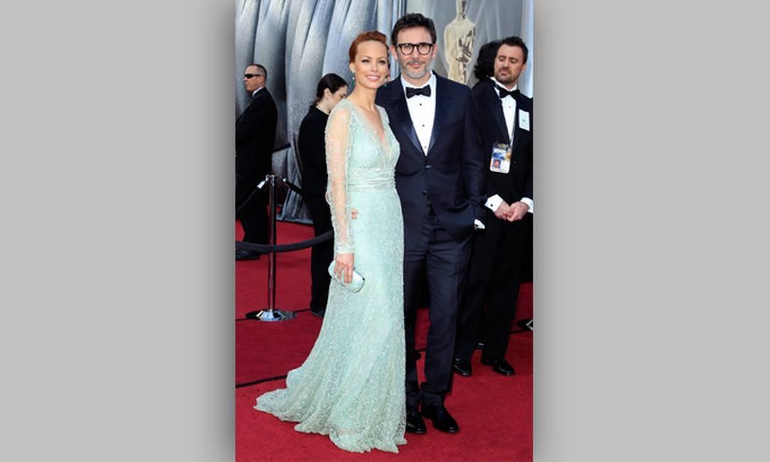 Indicado ao Oscar por sua direção em 'O artista', o francês Michel Hazanavicius chegou à cerimônia com sua esposa, a atriz Berenice Brejo Foto: Divulgação