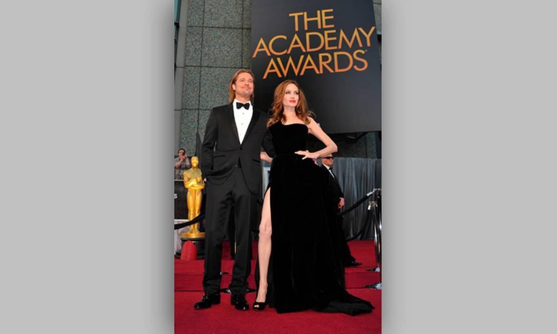 O casal mais badalado de Hollywood também participou da festa de entrega do Oscar 2012 Foto: AFP/Divulgação