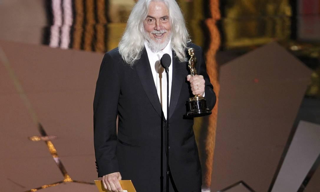 Abrindo a noite, o diretor Robert Richardson ganhou o Oscar de melhor fotografia com 'A invenção de Hugo Cabret' Foto: AFP/Divulgação