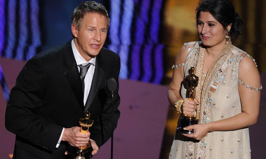 'Saving face' saiu da cerimônia como o melhor curta-metragem documentário. Daniel Junge e Sharmeen Obaid-Chinoy receberam os troféus Foto: AFP/Divulgação