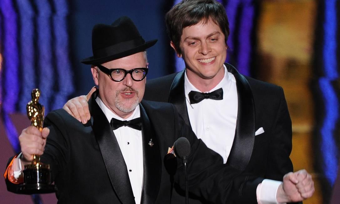 William Joyce (à esquerda) e Brandom Oldenburg agradecem ao público pelo Oscar de melhor curta-metragem animado Foto: AFP/Divulgação