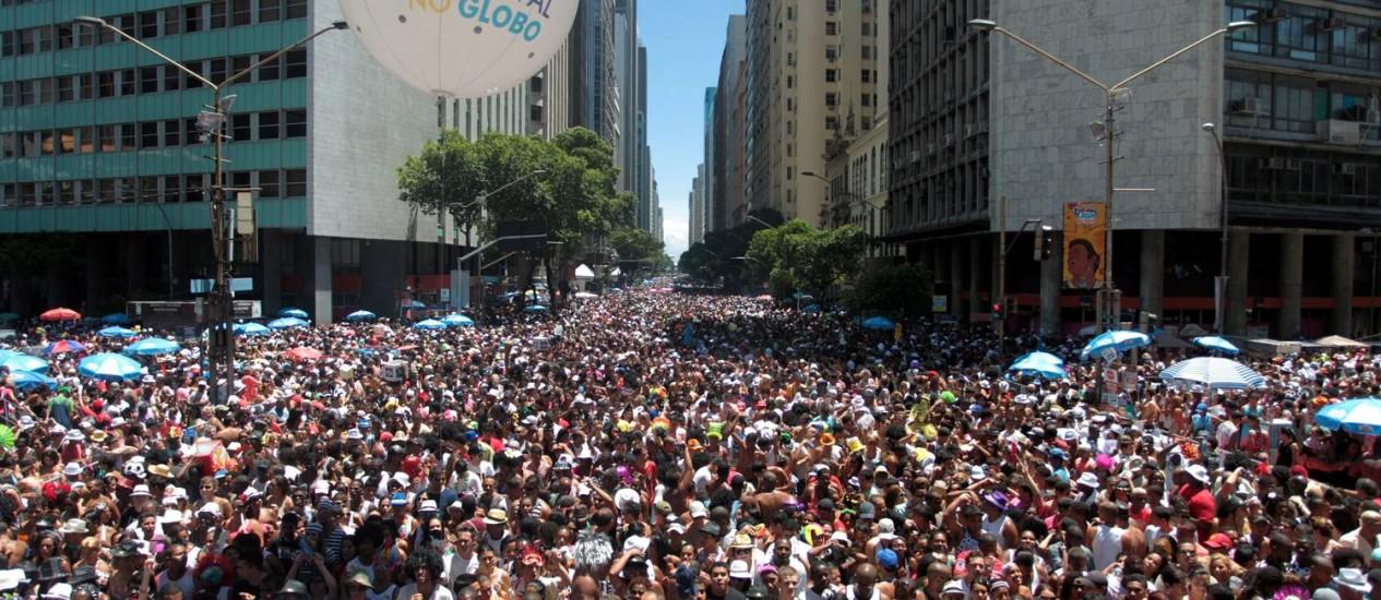 Cordão da Bola Preta foi o bloco mais cheio do Rio: 2,2 milhões de pessoas na Avenida Rio Branco, segundo a PM e Riotur Foto: Gabriel de Paiva / O Globo