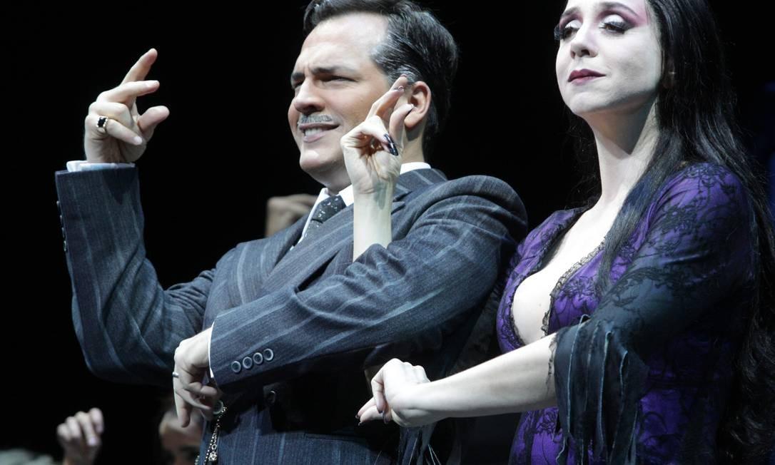 Daniel Boaventura e Marisa Orth estrelam versão brasileira do musical da Família Addams Foto: Marcos Alves / Agência O Globo