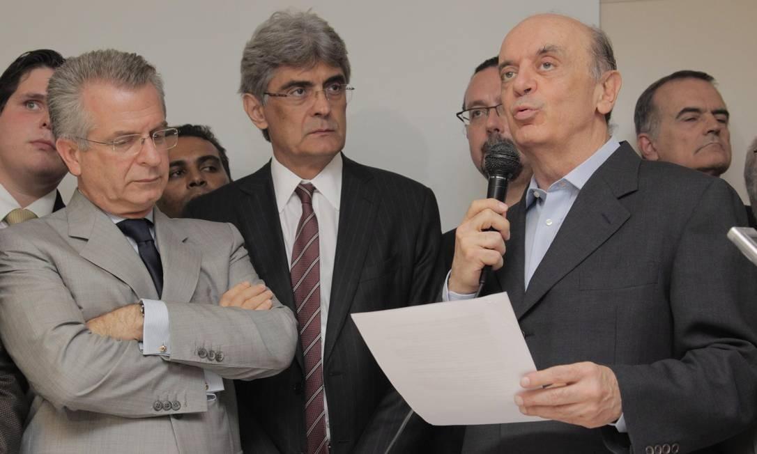 José Serra entrega carta anunciando sua pré-candidatura à prefeitura de São Paulo no diretório municipal do PSDB Foto: O Globo / Eliária Andrade