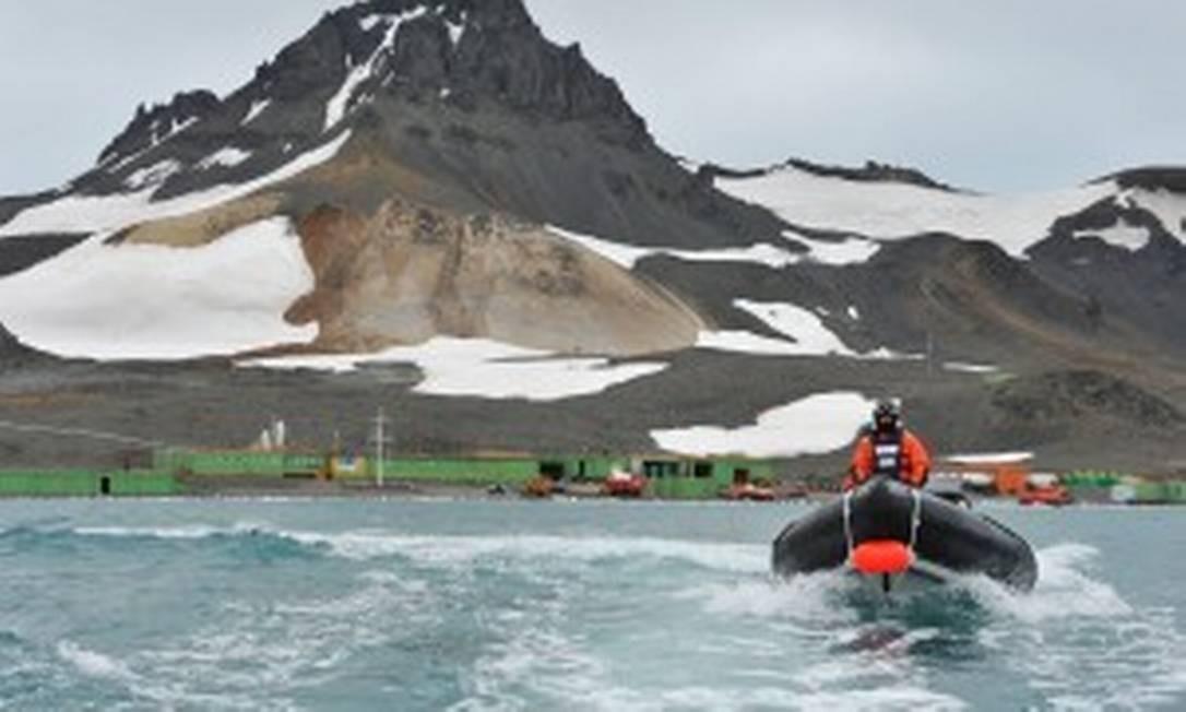 Marinha Real da Grã-Bretanha ajudou a conter o incêndio na Base Comandante Ferraz, na Antártica Foto: Royal Navy/MOD