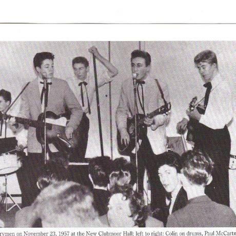 McCartney e Lennon na pré-história dos Beatles, à frente dos Quarrymen Foto: Arquivo