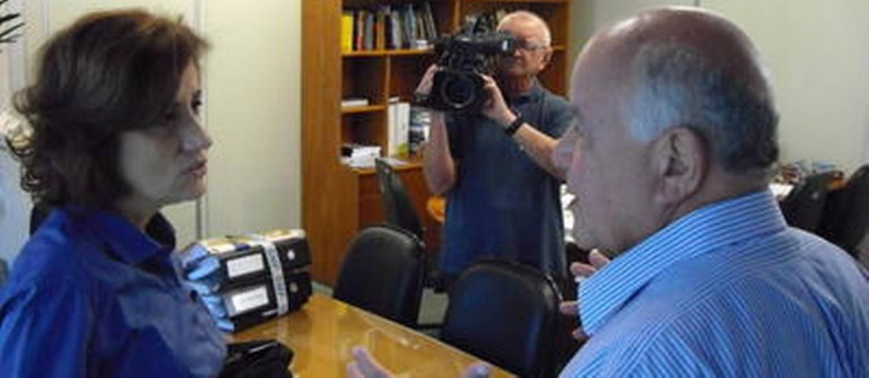 A jornalista Miriam Leitão entrevista o atual vice-prefeito do Rio de Janeiro, Carlos Alberto Vieira Muniz Foto: O Globo