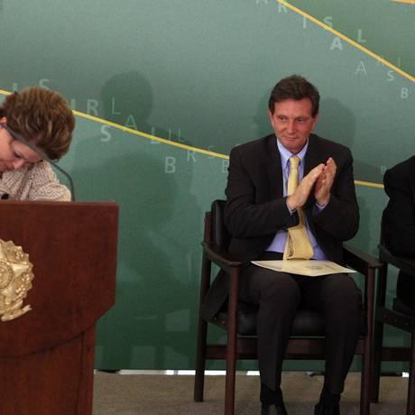 A presidente Dilma Rousseff discursa durante a cerimônia de posse do novo Ministro da Pesca e Aquicultura, Marcelo Crivella Foto: Givaldo Barbosa / O Globo