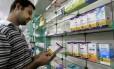 DANIEL GONÇALVES pesquisa os preços dos medicamentos e recorre ao genérico para diminuir seus gastos em farmácias