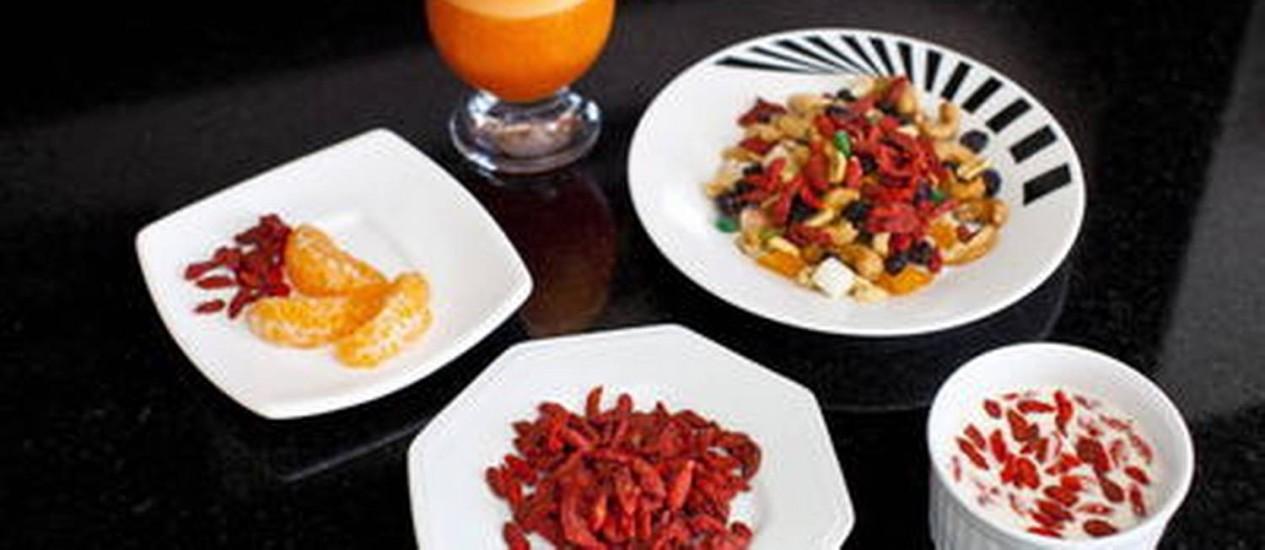 A goji berry pode ser consumida de várias formas, em fruto seco, iougurte, cereais e saladas, por exemplo Foto: Gustavo Pellizon