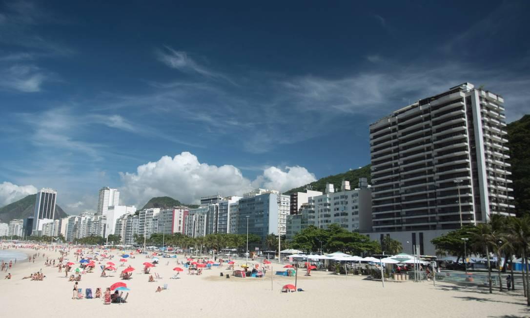 Em Copacabana, o paredão de prédios (todos colados uns nos outros) faz com que as ruas internas do bairro tenham temperaturas até três graus mais altas Hudson Pontes
