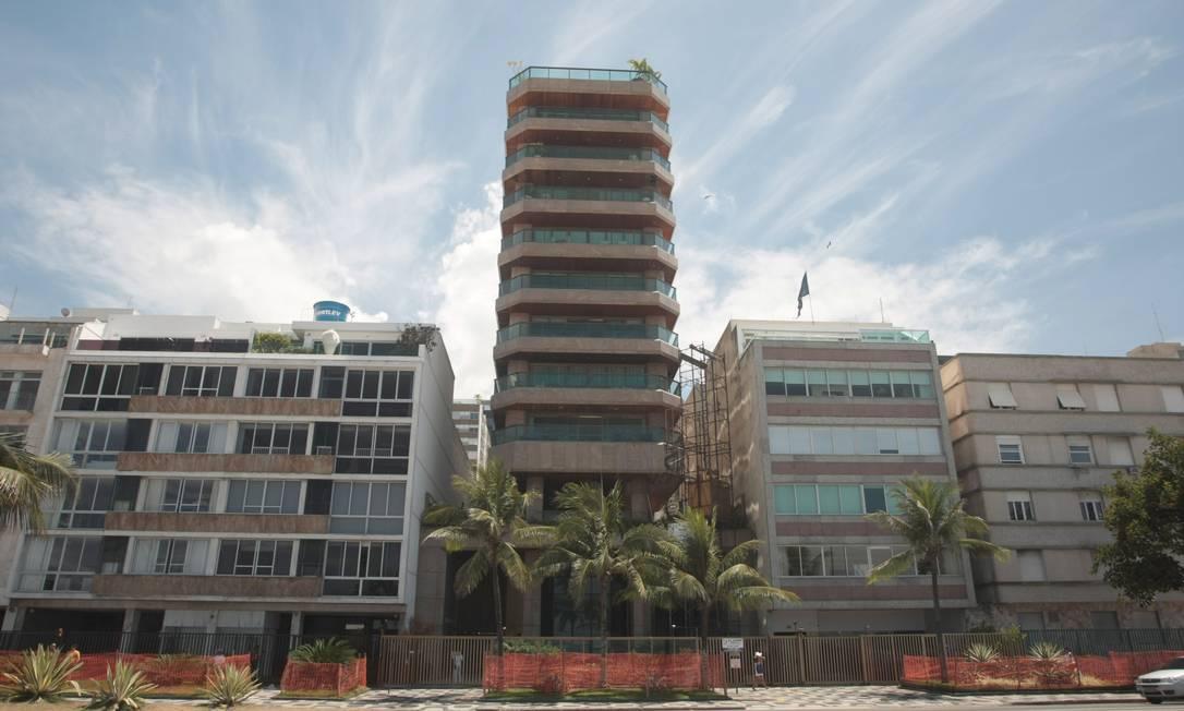 Em Ipanema, os prédios construídos a partir da década de 1970 foram implantados em centro de terreno, possibilitando mais áreas livres e mais aeração. Edifícios da década de 1990 se destacam na paisagem por serem mais altos Hudson Pontes
