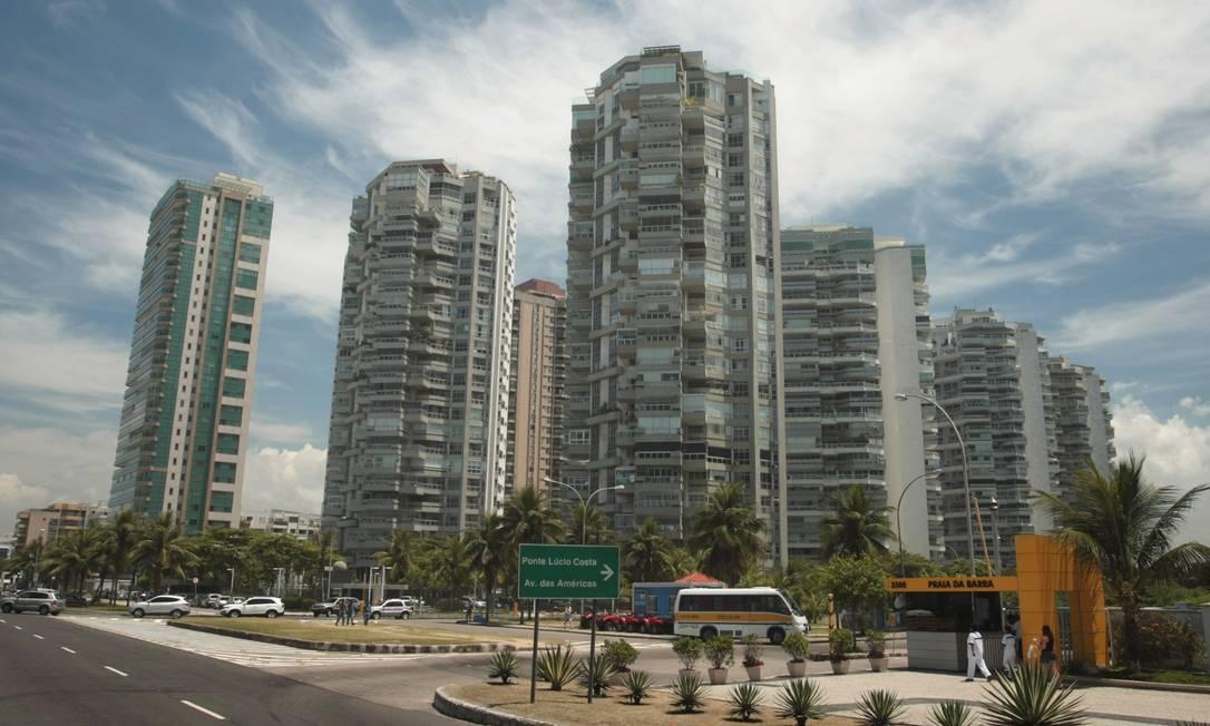 Na Barra, a ocupação proposta pelo plano piloto de Lucio Costa previa a existência de altas torres a cada dois quilômetros até a altura da Alvorada. O que acabou sendo feito por grandes condomínios a partir da década de 1970 Hudson Pontes